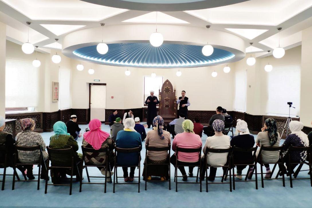 В мечети Салях
