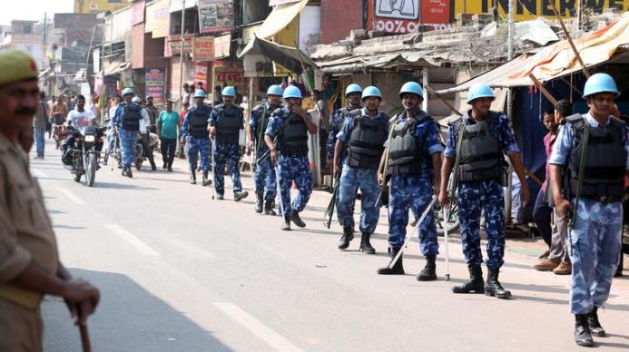 Спецназ у территории мечети Бабри
