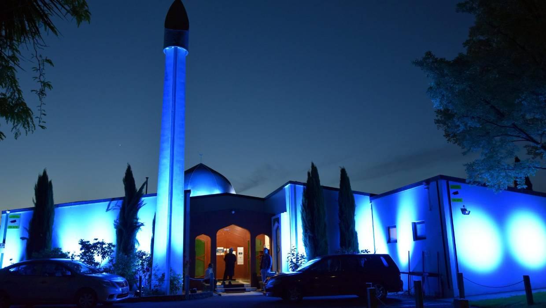Голубая подсветка мечети ан-Нур