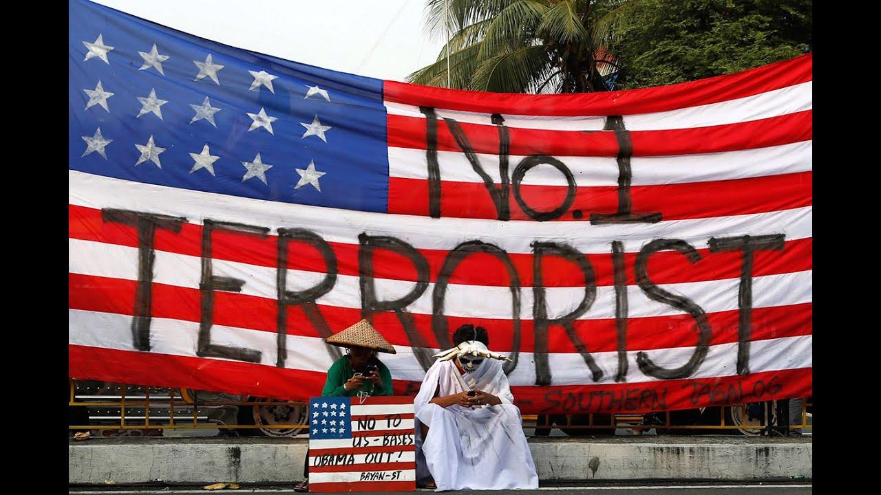 Участники антиамериканской акции