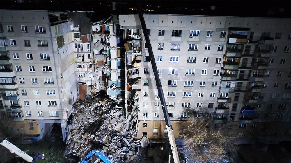 Разрушенный взрывом дом в Магнитогорске