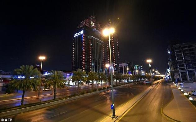 Пустынные улицы Эр-Рияда во время комендантского часа