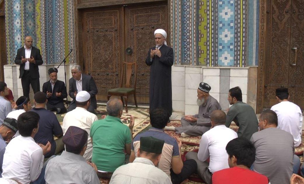 В мечети Душанбе