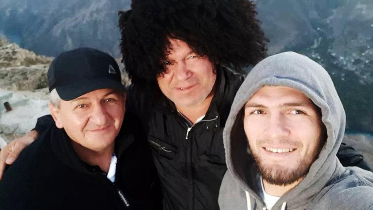 Абдулманап Нурмагомедов с сыном Хабибом и Олегом Тактаровым