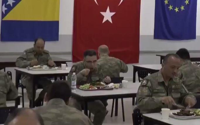 Ифтар турецких военных в Боснии
