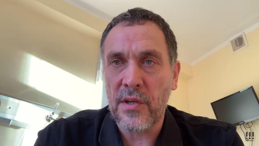 Максим Шевченко в больничной палате