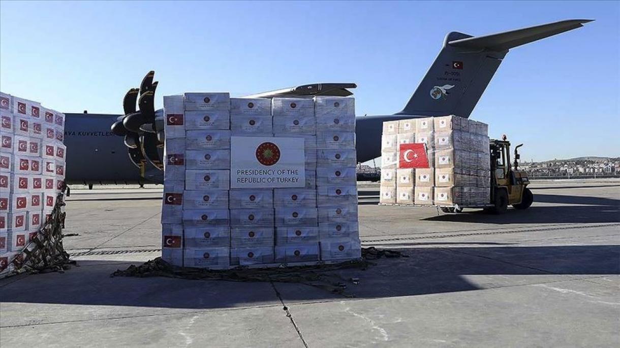 Турецкий самолет доставил в Эфиопию многочисленные коробки с продовольственной помощью