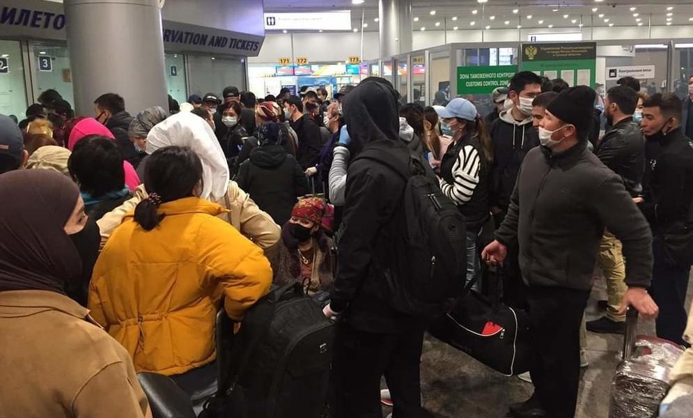 Застрявшие в московском аэропорту граждане стран Центральной Азии