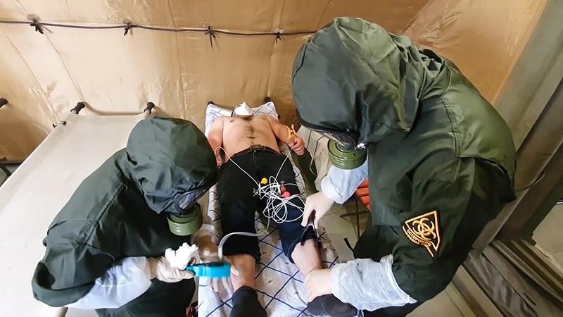 Прием пациента в полевом госпитале в Буйнакске