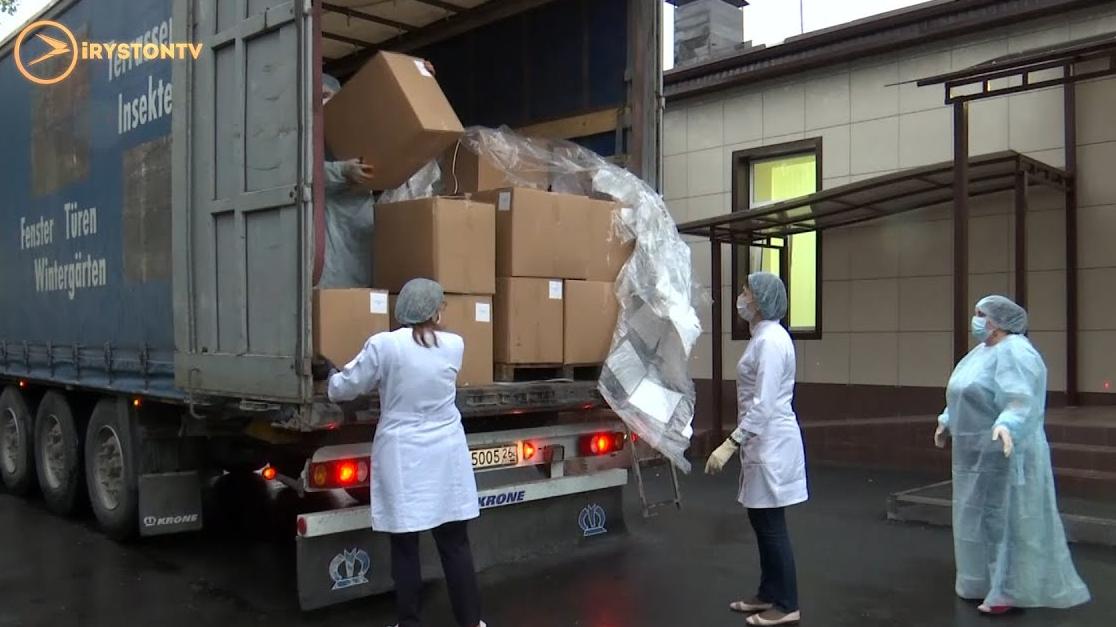 Медики принимают груз из Турции