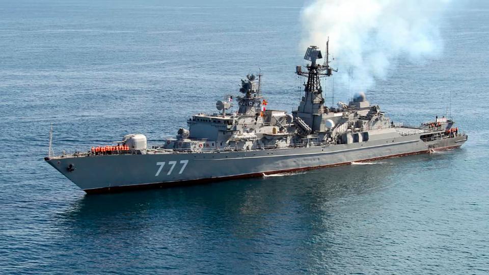 Иранские военный корабль