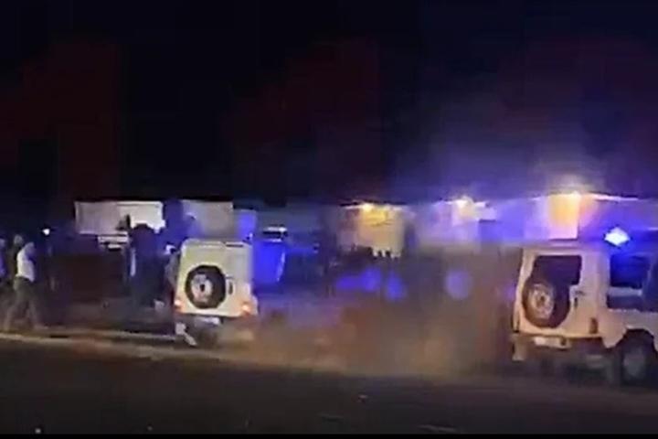 На место инцидента были стянуты дополнительные отряды полиции