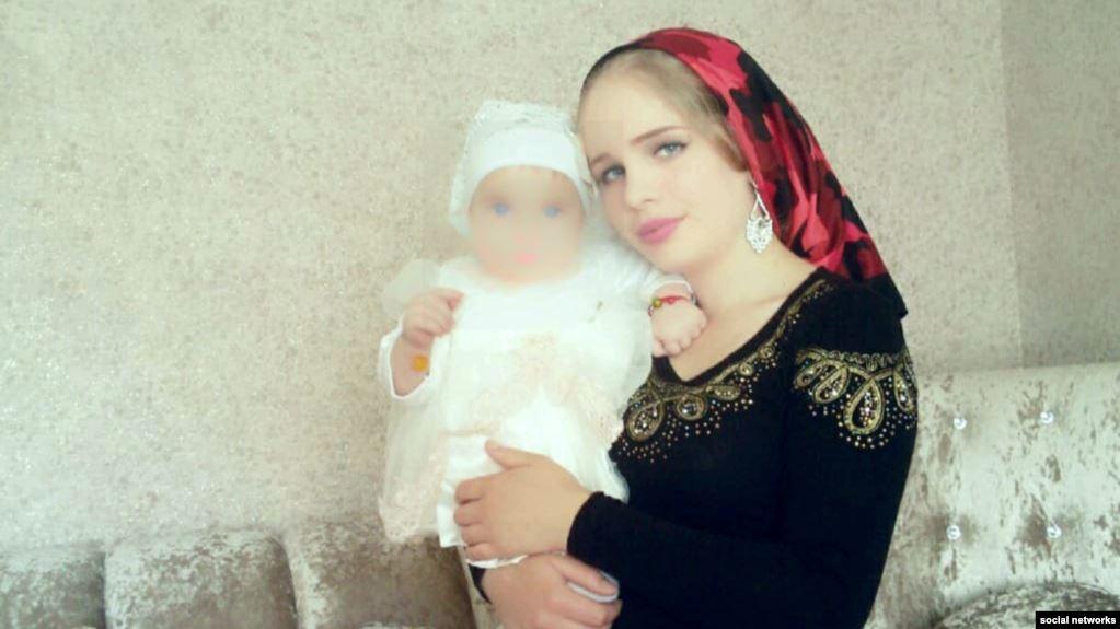 Мадина Умаева с одной из своих дочерей