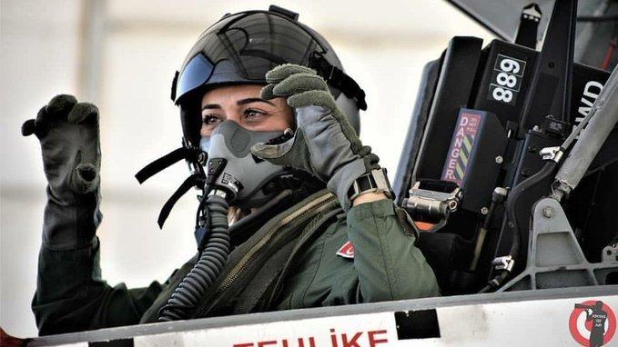Девушка-пилот ВВС Турции
