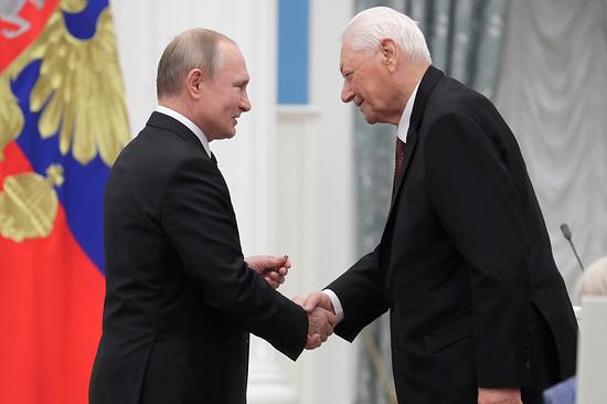 Владимир Путин и Магомедали Магомедов