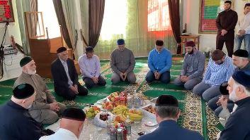 Участники мавлида в медресе Назрани