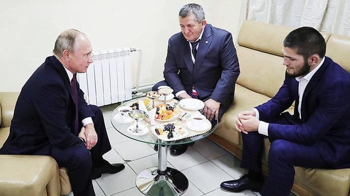 Встреча президента РФ Владимира Путина с Абдулманапом и Хабибом Нурмагомедовыми
