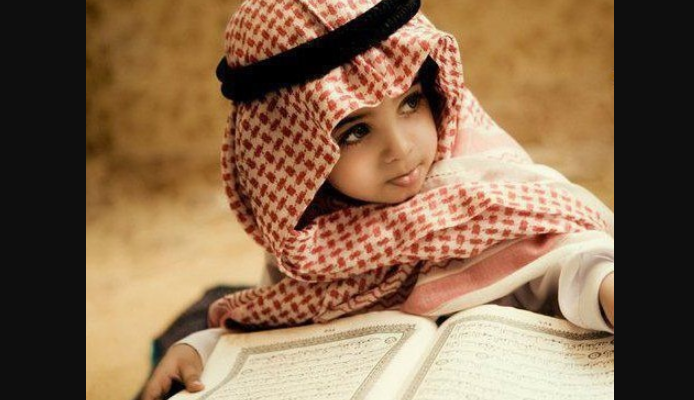 Саудовский ребенок с Кораном