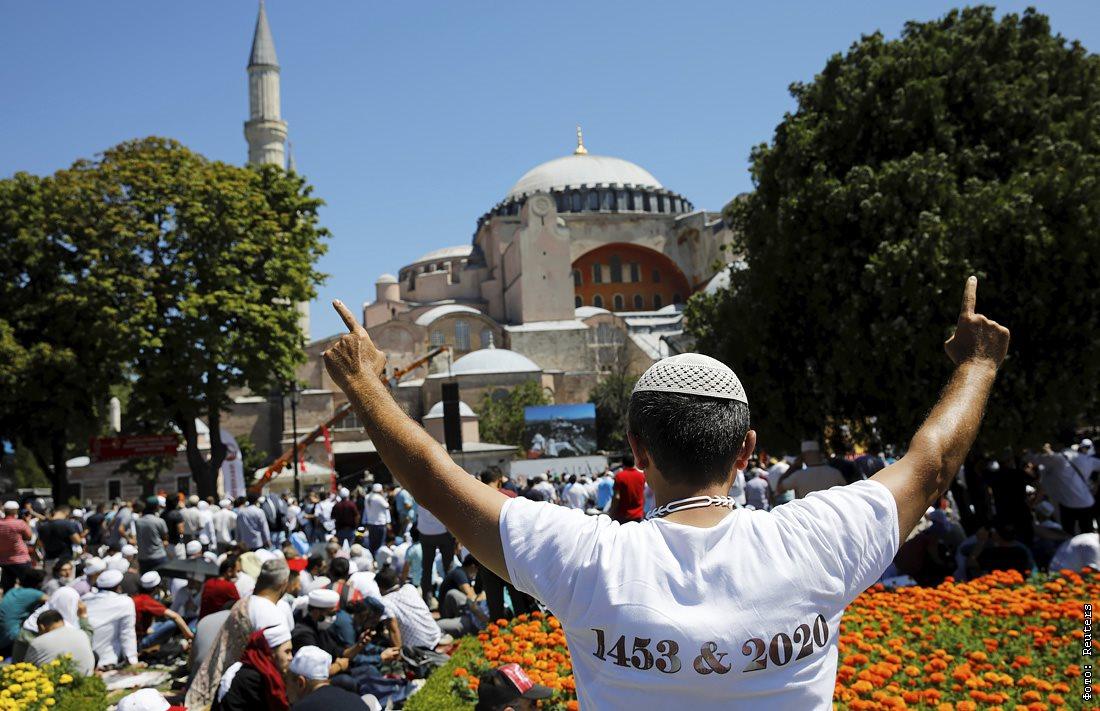 Верующие возле мечети Айя София