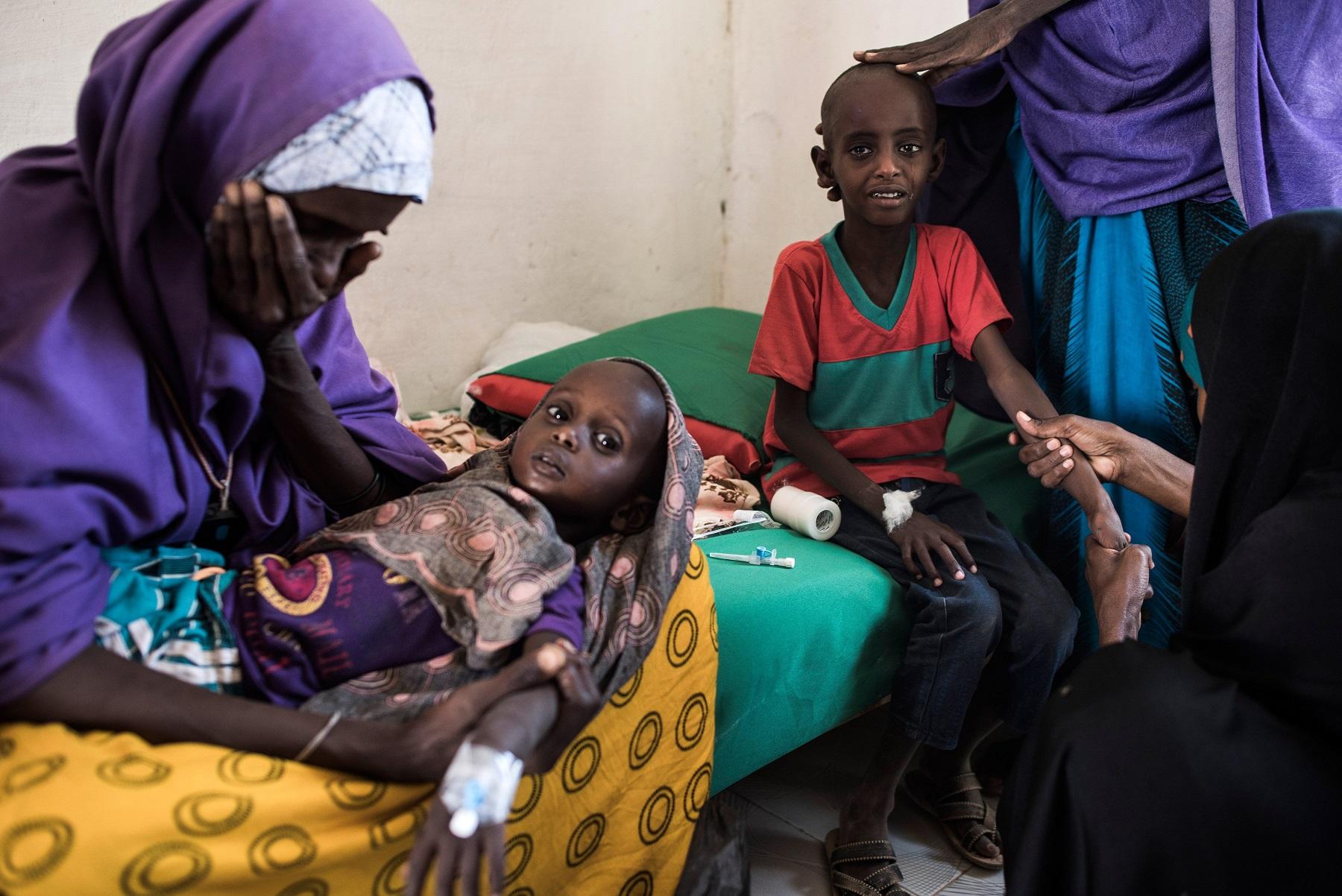 Изможденные дети в Сомали