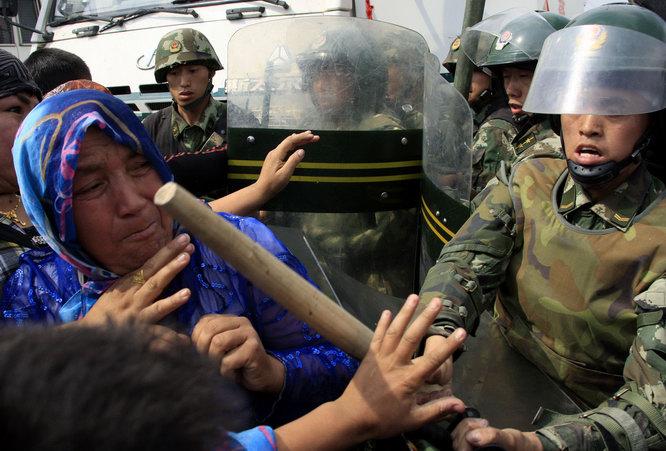Подавление акции протеста в Синьцзяне
