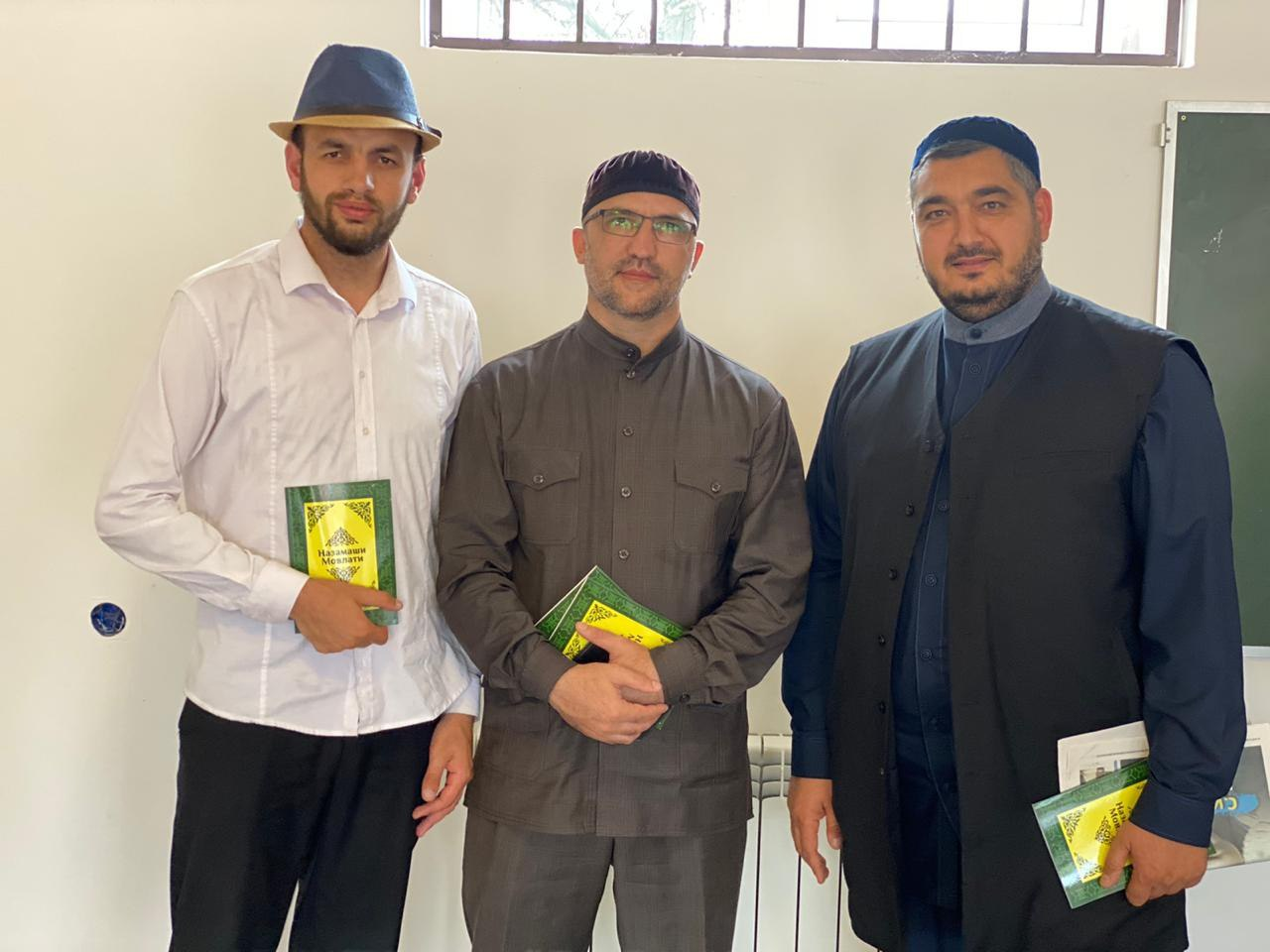 Магомед Харсиев (в центре) и гости презентации