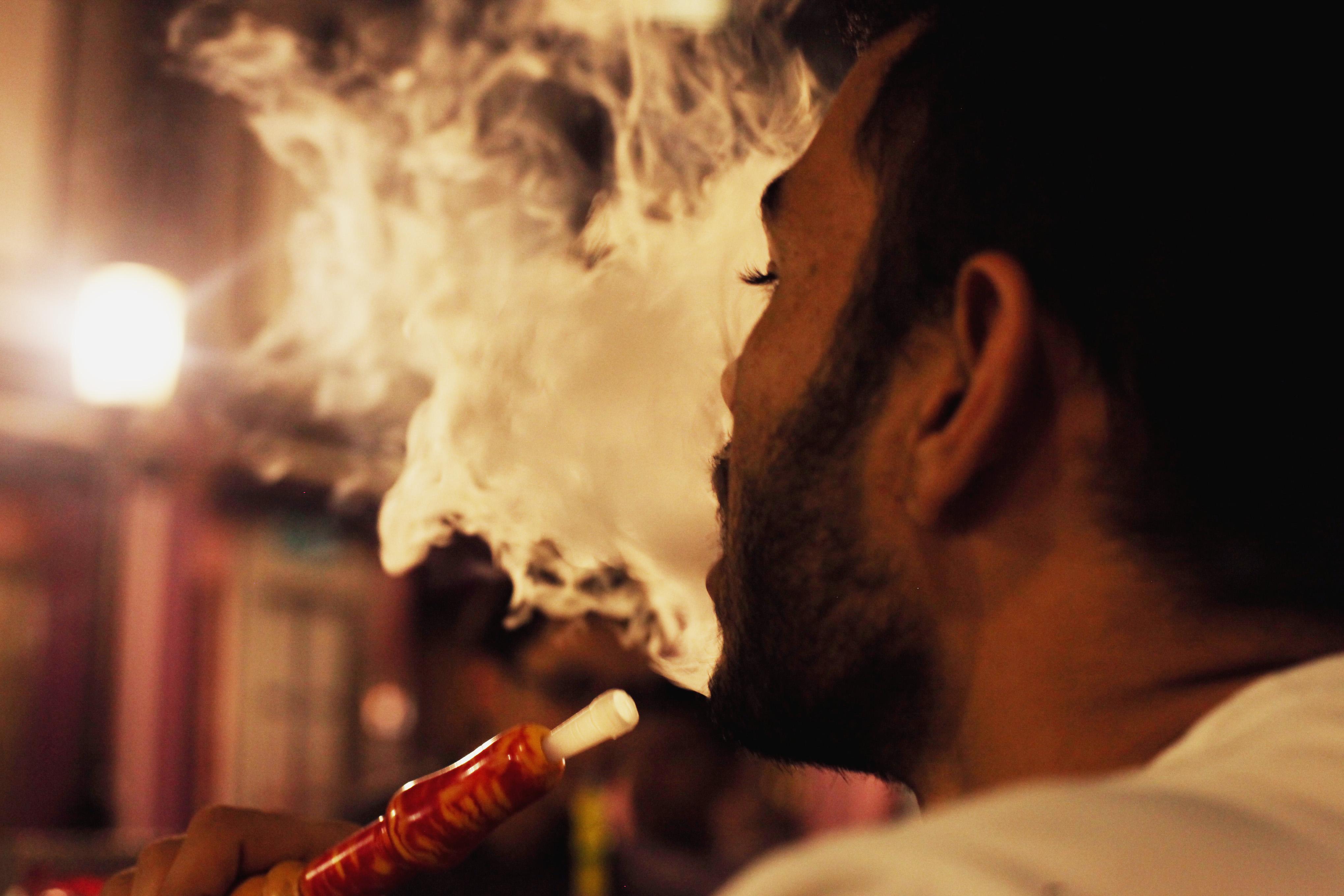 При курении кальяна в легкие попадает в 100-200 раз больше ядовитых веществ по сравнению с сигаретами