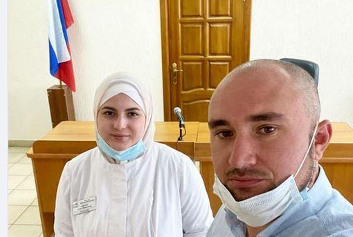 Алина с адвокатом Рустамом Нагиевым