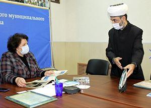 Рашид Бултачеев с главой администрации Натальей Жунёвой