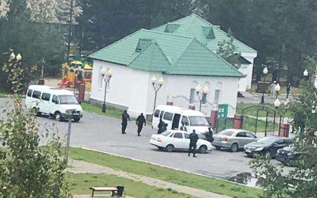 Силовой рейд в мечети города Покачи. Фото: соцсеть ВКонтакте