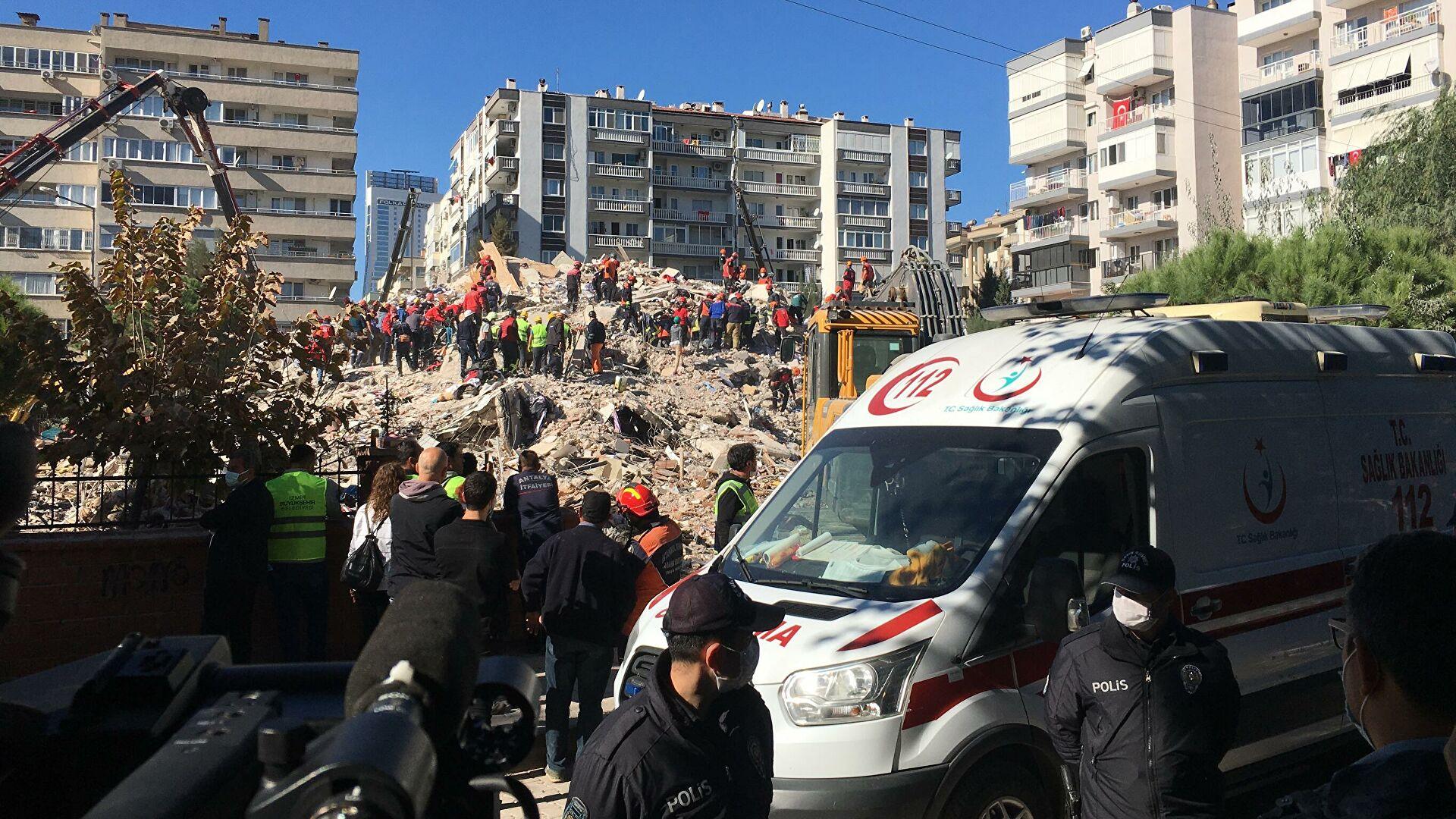Поисково-спасательные работы в пострадавшем при землетрясении районе