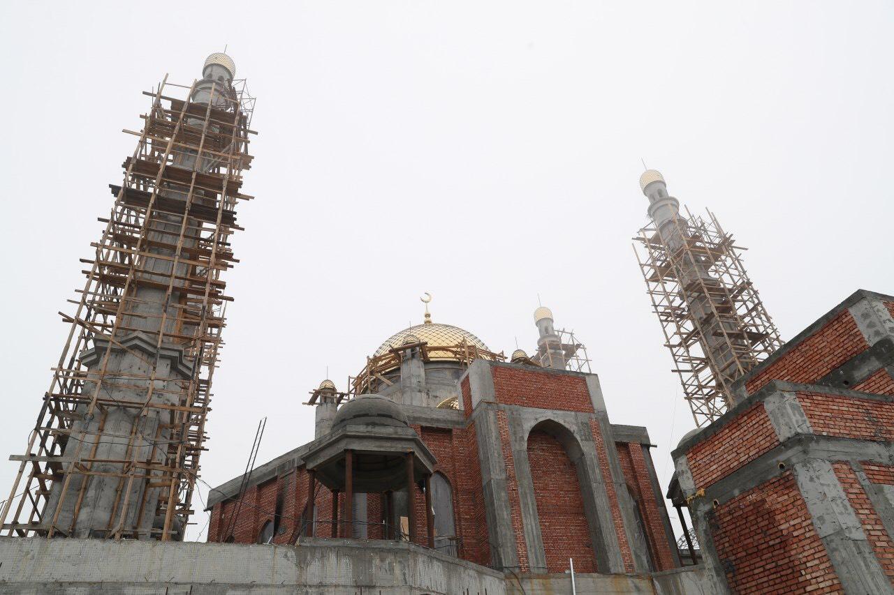 Строительство мечети в Беное