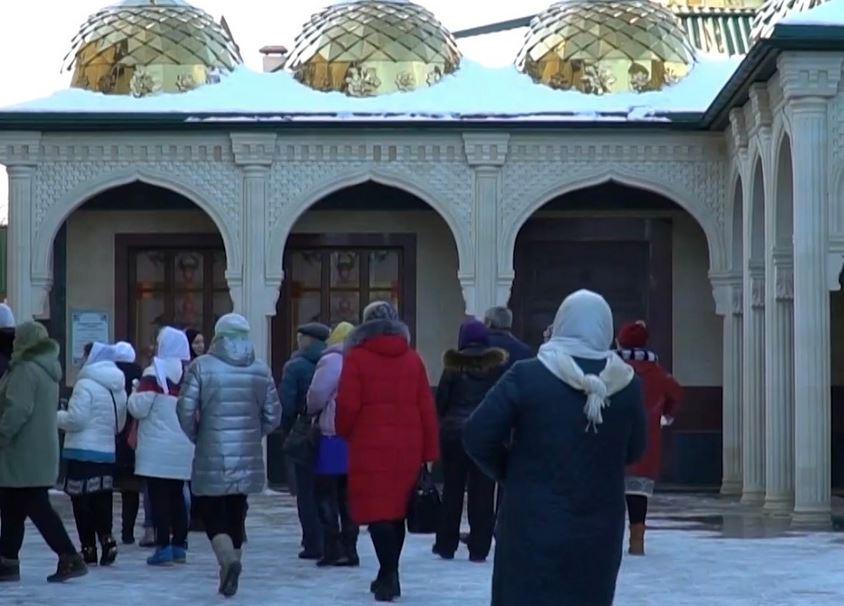 Посетители мусульманского комплекса в Пятигорске