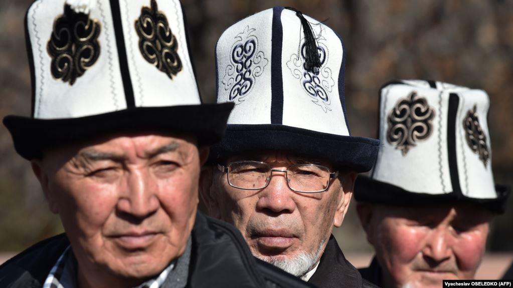 Президент призвал жителей Киргизии носить калпаки