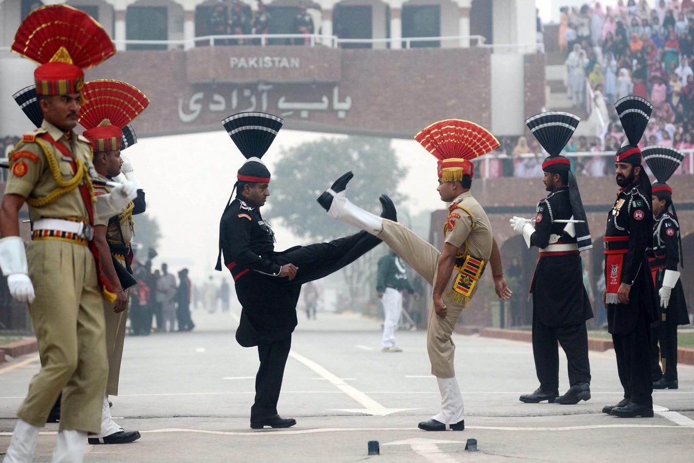 Смена караула на индо-пакистанской границе