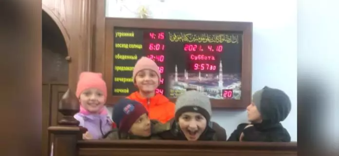 Маленькие посетители мечети