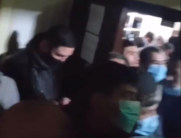 Верующих заблокировали в мечети
