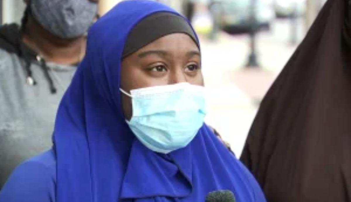 Школьница-мусульманка требует наказать напавших на нее сверстниц