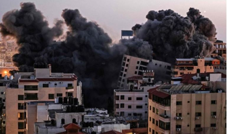 Разрушение многоквартирного дома в Газе