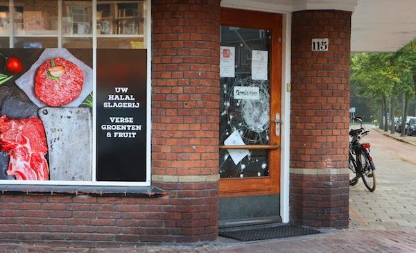 Пострадавший от атаки магазин