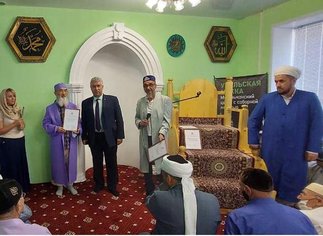 Мусульмане получили благодарственные письма Департамента внутренней политики