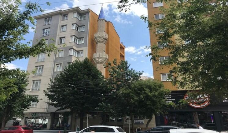 Мечеть между двумя многоэтажками