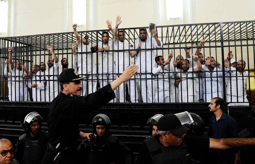 Суд в Египте назначил высшую меру 24 сторонникам