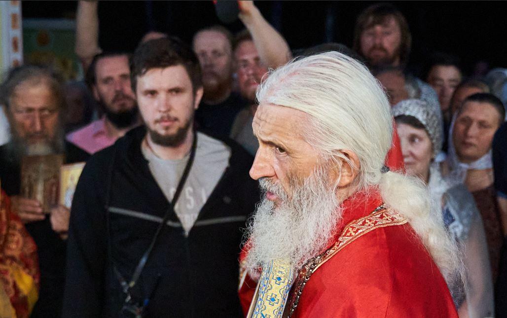 Схиигумена Сергия и Всеволода Могучева (слева) обвиняют в участии в экстремистском сообществе