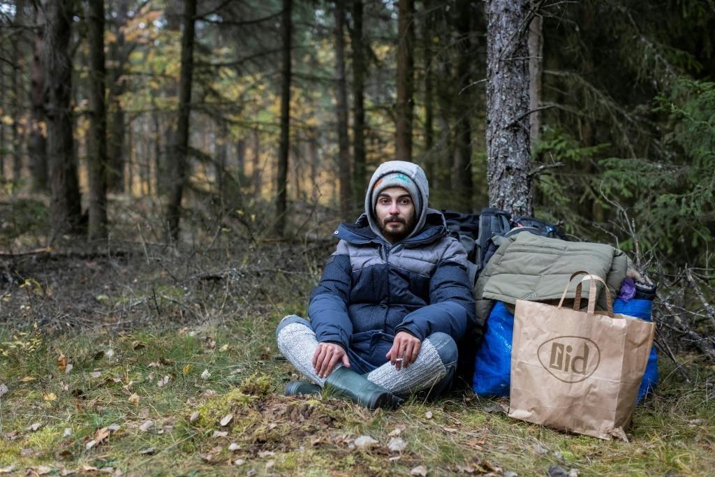 Спать на ветвях и пить дождевую воду. Как выживают арабские беженцы в лесах Беларуси